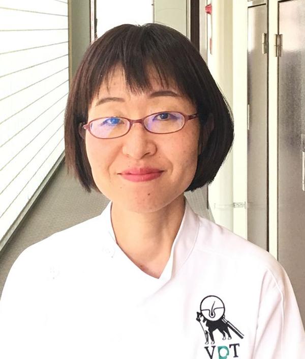 写真:皮膚科専門外来担当 獣医師 下浦 宏美